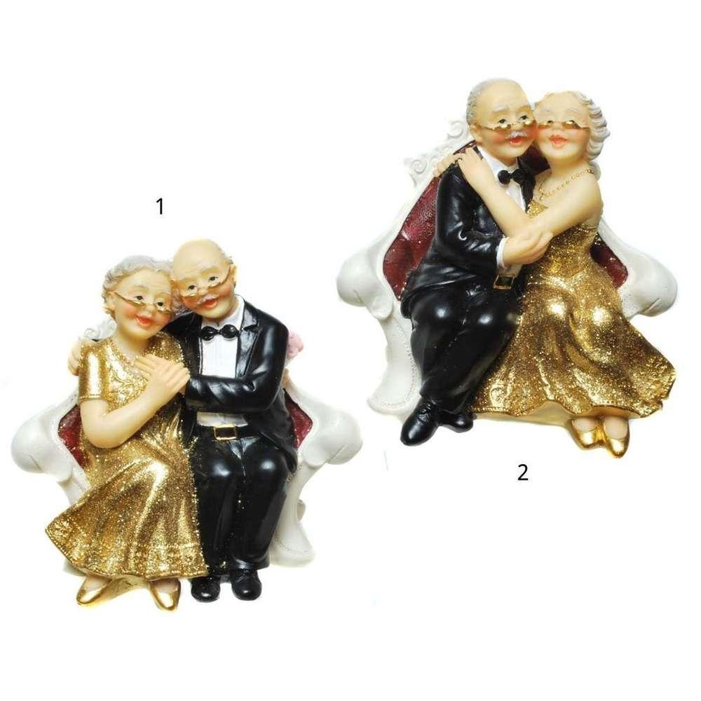 Figur Goldpaar Auf Dem Sofa